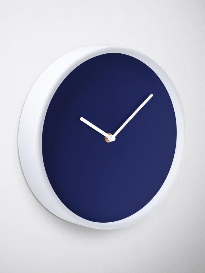 Vista alternativa de Reloj moderno con playas preppy náutico azul marino