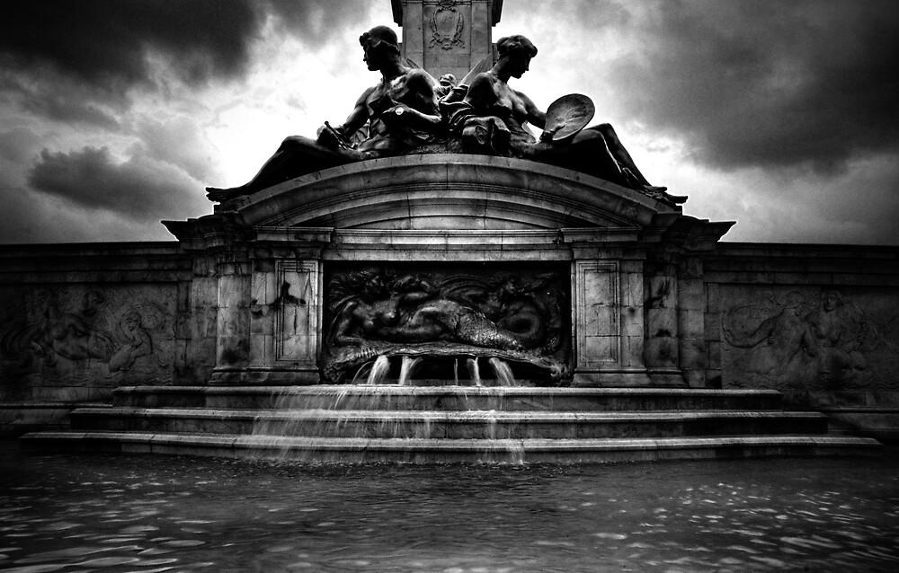 Buckingham Palace Fountain - London by ojsedkowski