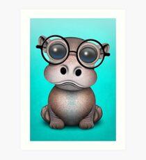 Nettes Nerdy Baby-Flusspferd-tragende Gläser auf Blau Kunstdruck