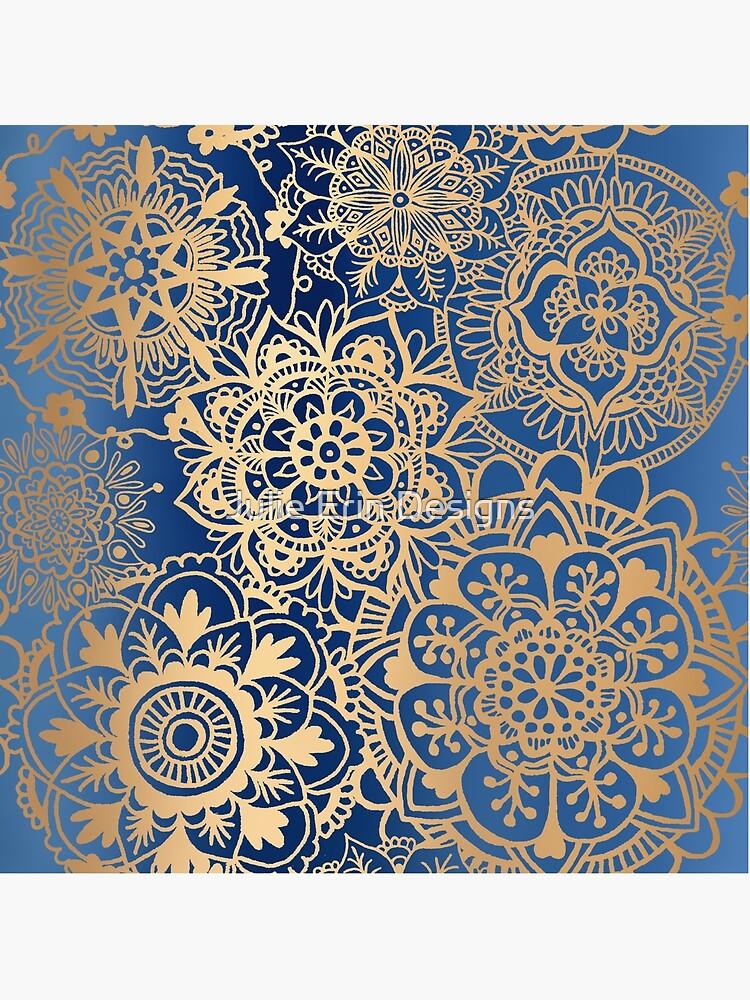 Blau und Goldmandala-Muster von julieerindesign