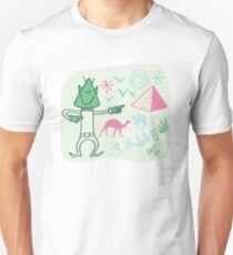 Globetrotter from outer space visiting the Pyramids. Unisex T-Shirt