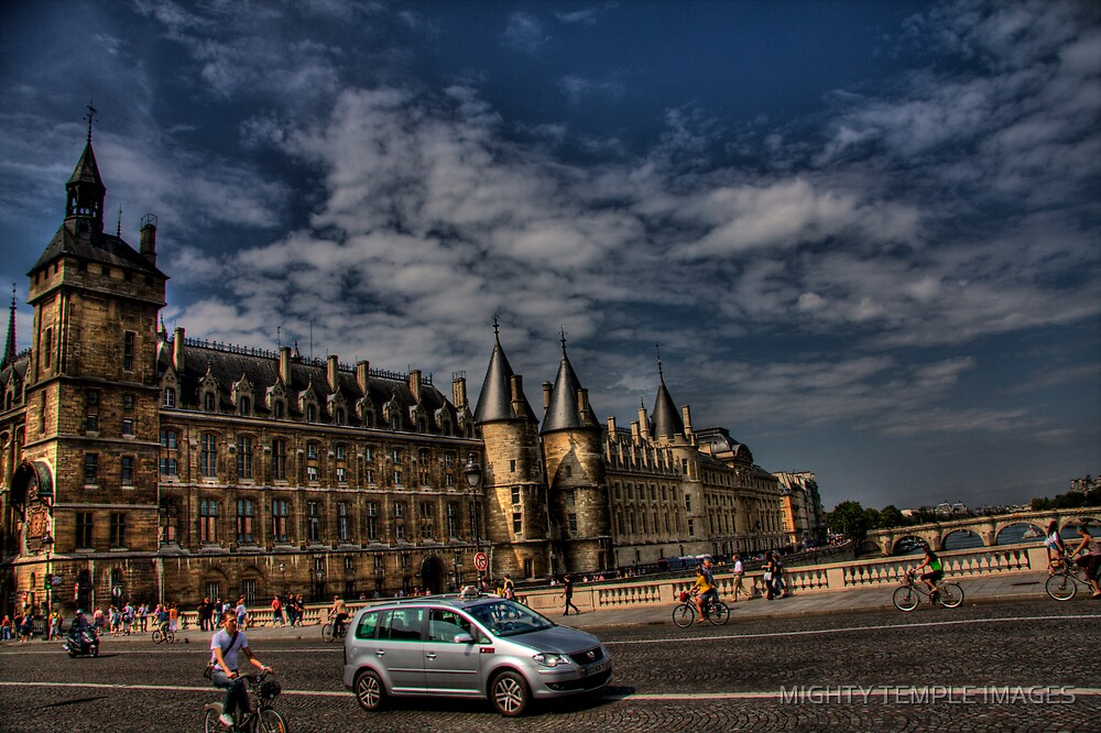 Le Seine  by MIGHTY TEMPLE IMAGES