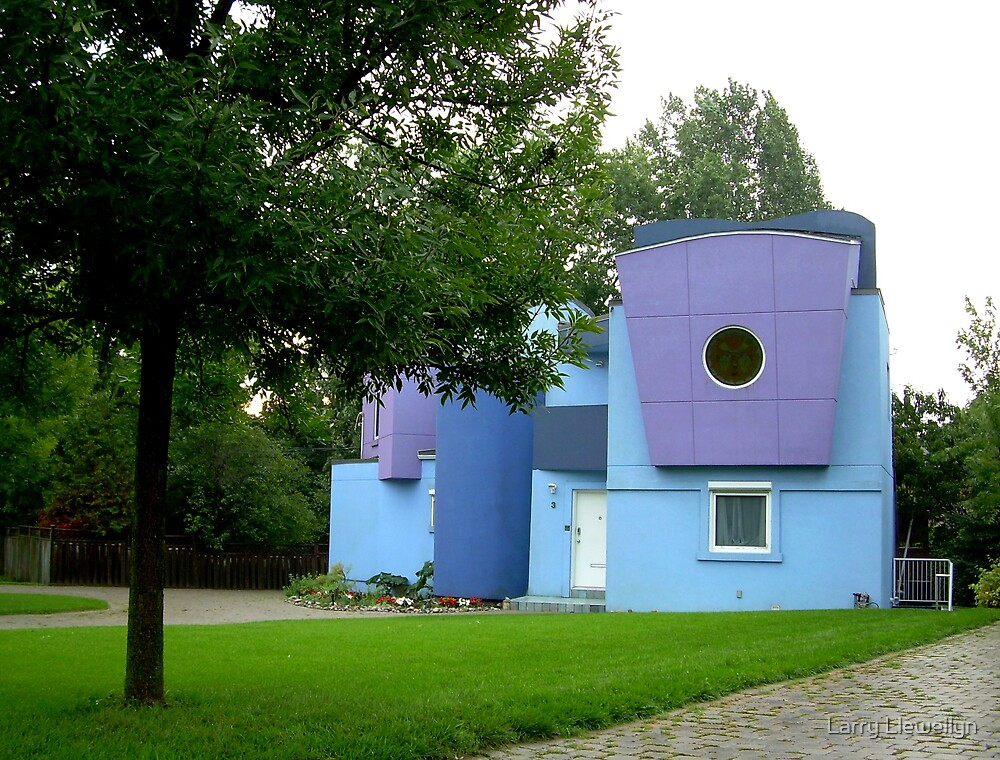 Same DRUNK ARCHITECT........ They used to live on EXZENA.... by Larry Llewellyn