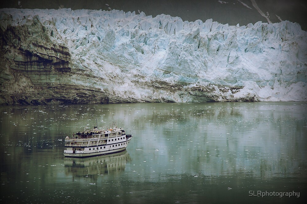 Glacier and small boat by SLRphotography