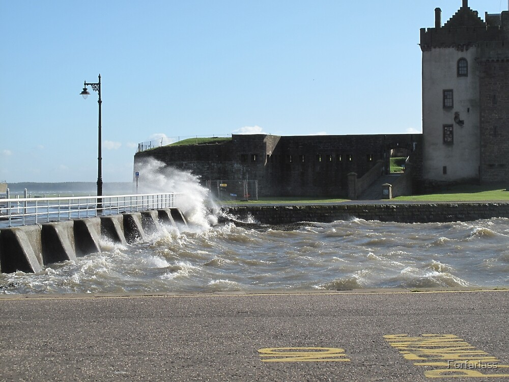 Windy day at Broughty Ferry by Forfarlass
