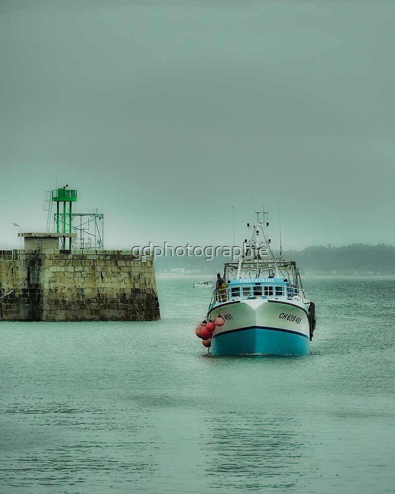 Fishing boat returning to port by gdphotographie