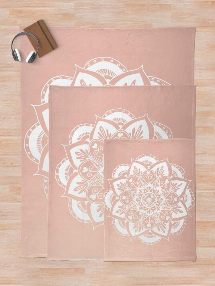 Alternative Ansicht von Blumenmandala auf Rosengold Fleecedecke