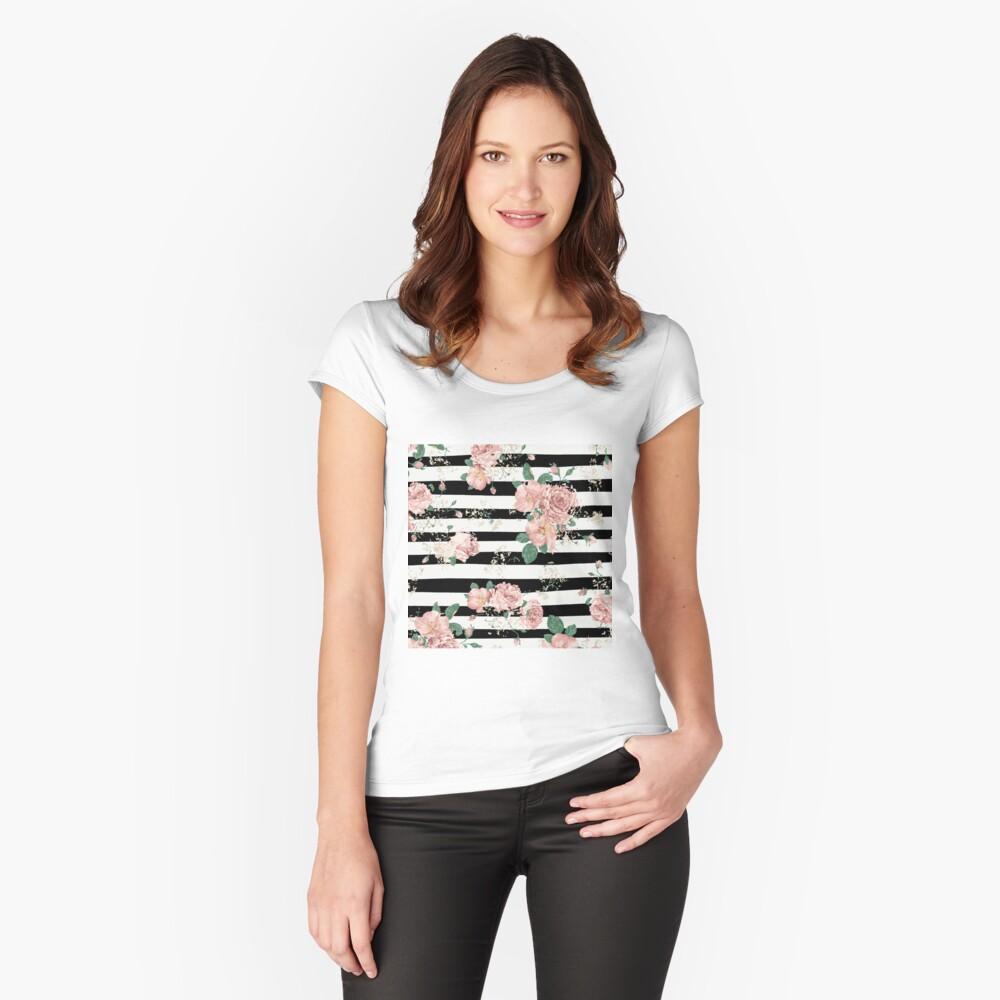 VINTAGE FLORAL ROSES BLACK AND WHITE STRIPES Camiseta entallada de cuello ancho