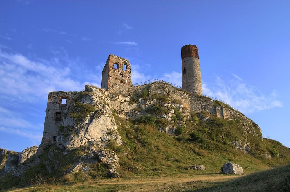 Olsztyn Castle  by Gaz Gazmajster