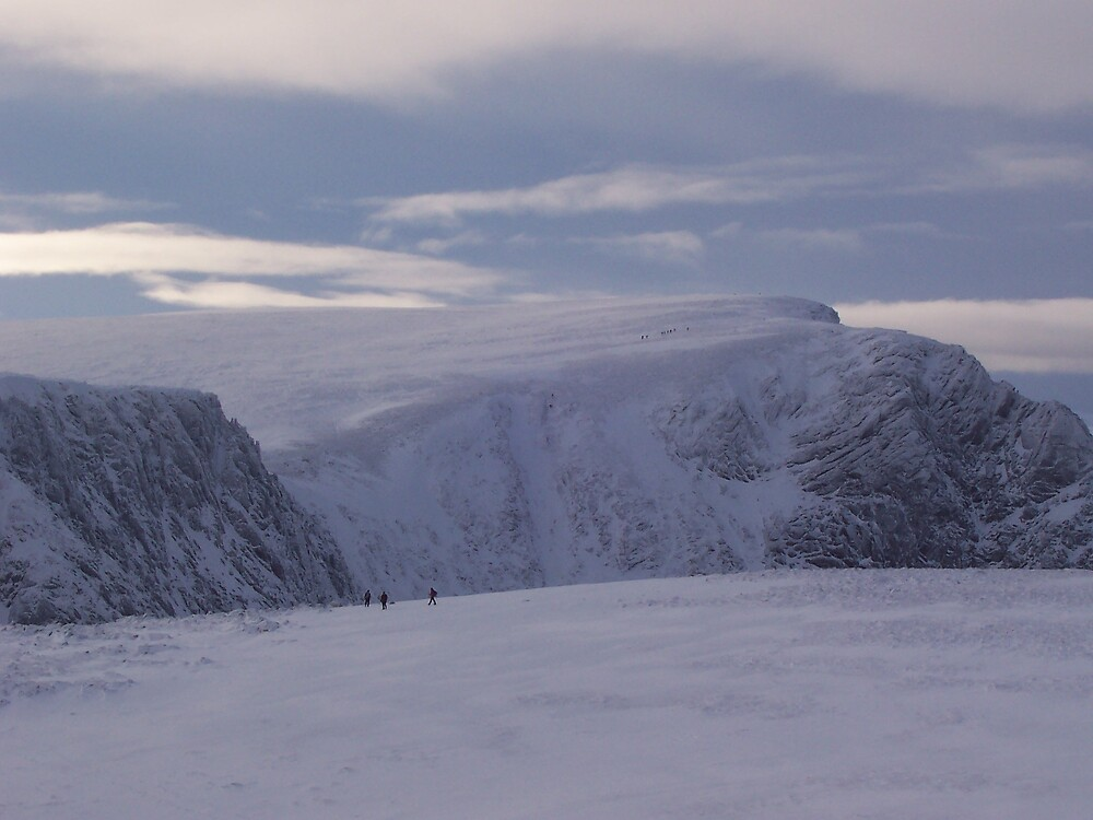 View from Cairngorm to Cairn Lochan by benmacdui