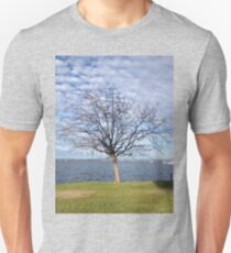 Tree with blue sky and clouds - Perth T-Shirt