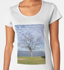 Tree with blue sky and clouds - Perth Women's Premium T-Shirt