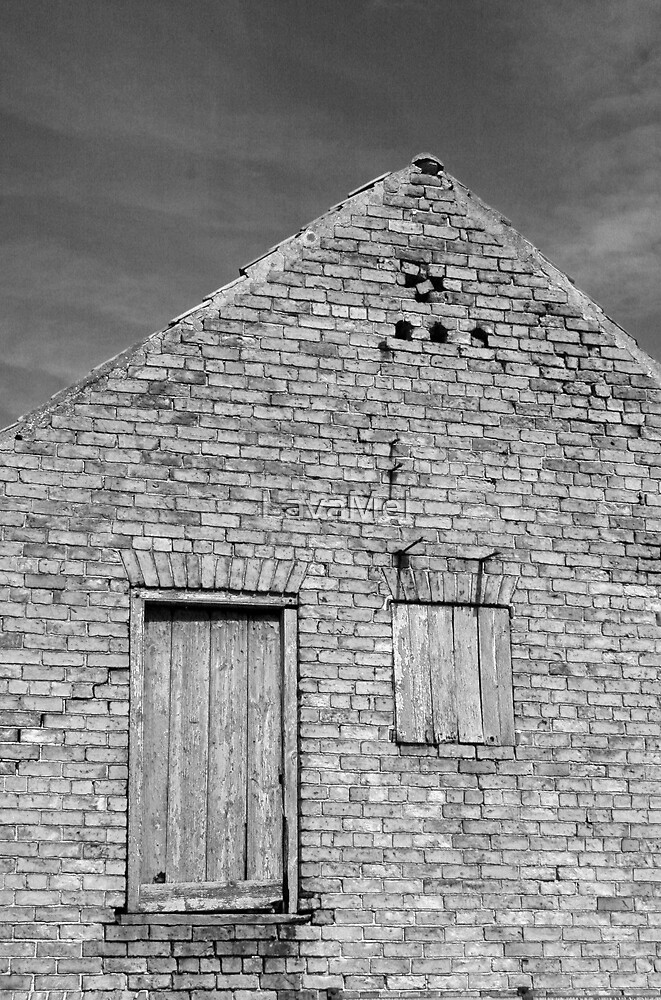 Brick Barn by LavaMel