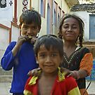 Brothers and sister - India by Christophe Dur