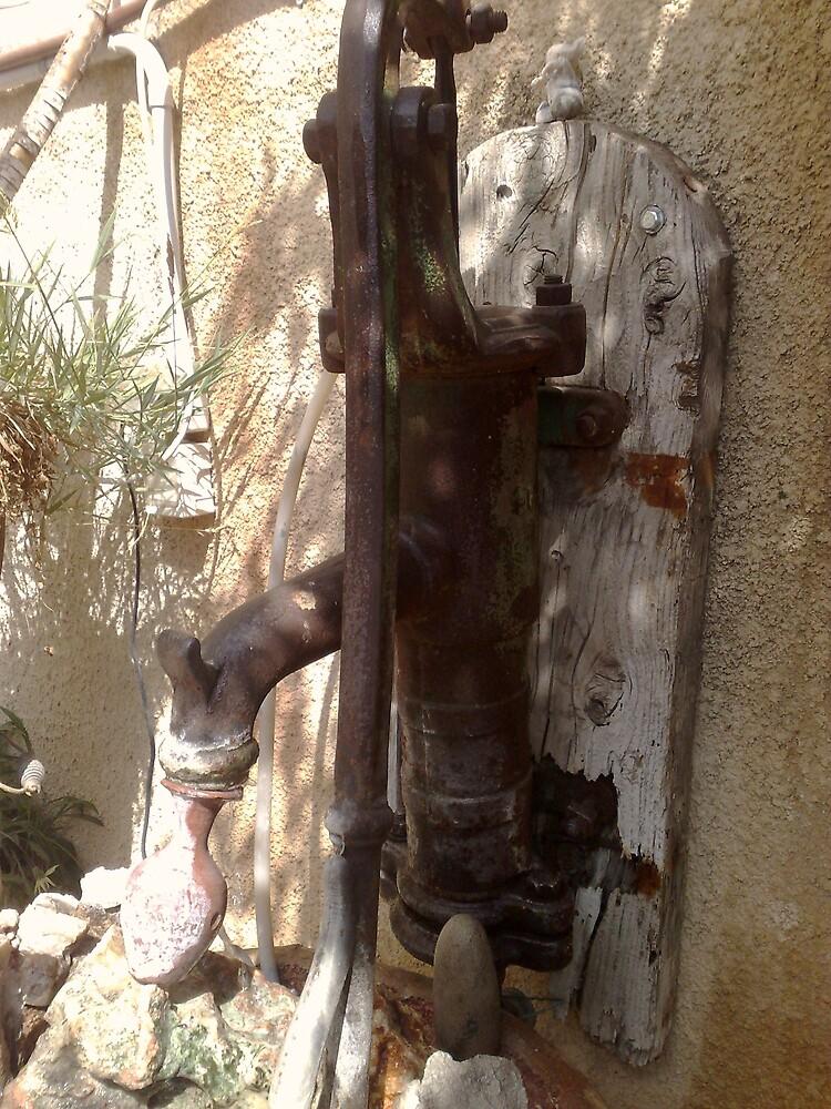 old rusty water pump by zangi12