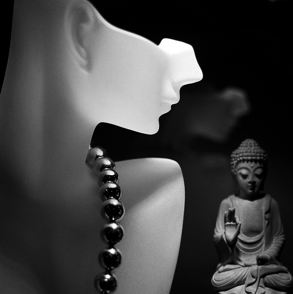 Looking at Buddha / Looking back in time by richardseah