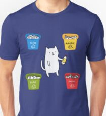 the cat recycles plastic T-Shirt
