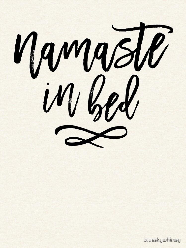 Namaste im Bett-lustiges Typografie-Zitat von blueskywhimsy