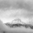 Peak in the clouds von nurmut