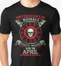 Unterschätze niemals Mann APRIL Unisex T-Shirt
