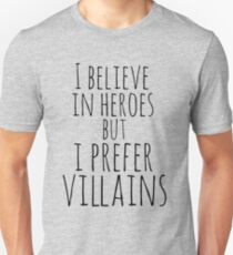 Camiseta ajustada Creo en héroes pero prefiero VILLANOS