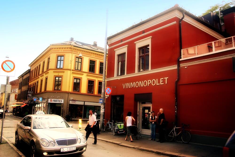 Vinmonopolet i Markveien by Per Ove Sleen