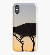 Bäume beim Sonnenuntergang im Gegenlicht in Rom iPhone Case/Skin