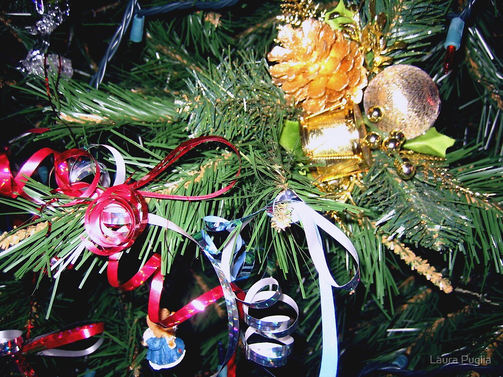 Merry Christmas Everyone by Laura Puglia