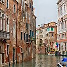 Canal - Venise - Italy by Yannik Hay