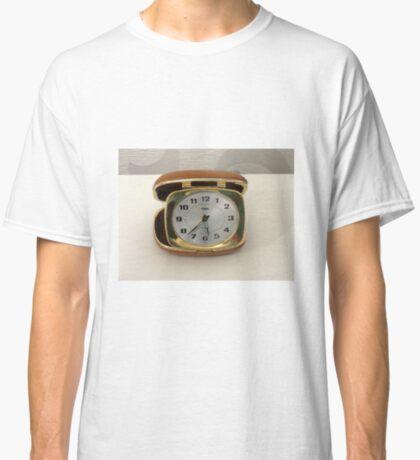Tick oder nicht Tick? Vintage Reiseuhr Classic T-Shirt