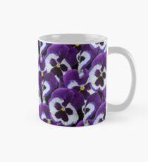 Purpurroter und weißer Stiefmütterchen-Blumenstrauß Tasse (Standard)