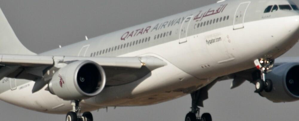 Qatar Airways Close up. by Paul Lindenberg