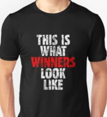 THIS IS WHAT WINNERS LOOK LIKE (Vintage White/Red) T-Shirt