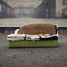 Altes Sofa in der Stadt von germanX