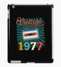 40th Birthday Retro Vintage 1977 Cool Old School Gift iPad Case/Skin