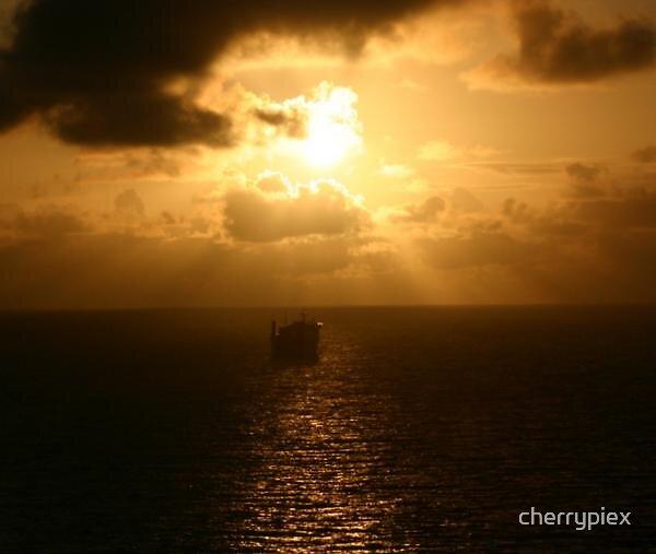 Sun's Ray by cherrypiex