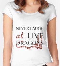Lachen Sie nie bei Live Dragons ~ JRR Tolkien Tailliertes Rundhals-Shirt