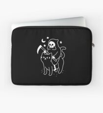 Death Rides A Black Cat Laptop Sleeve