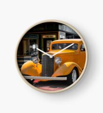 1933 Pontiac Deluxe 8 Touring Sedan II Clock