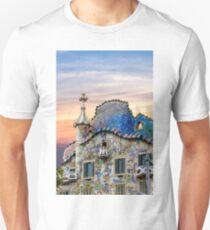 Gaudi Facade Unisex T-Shirt
