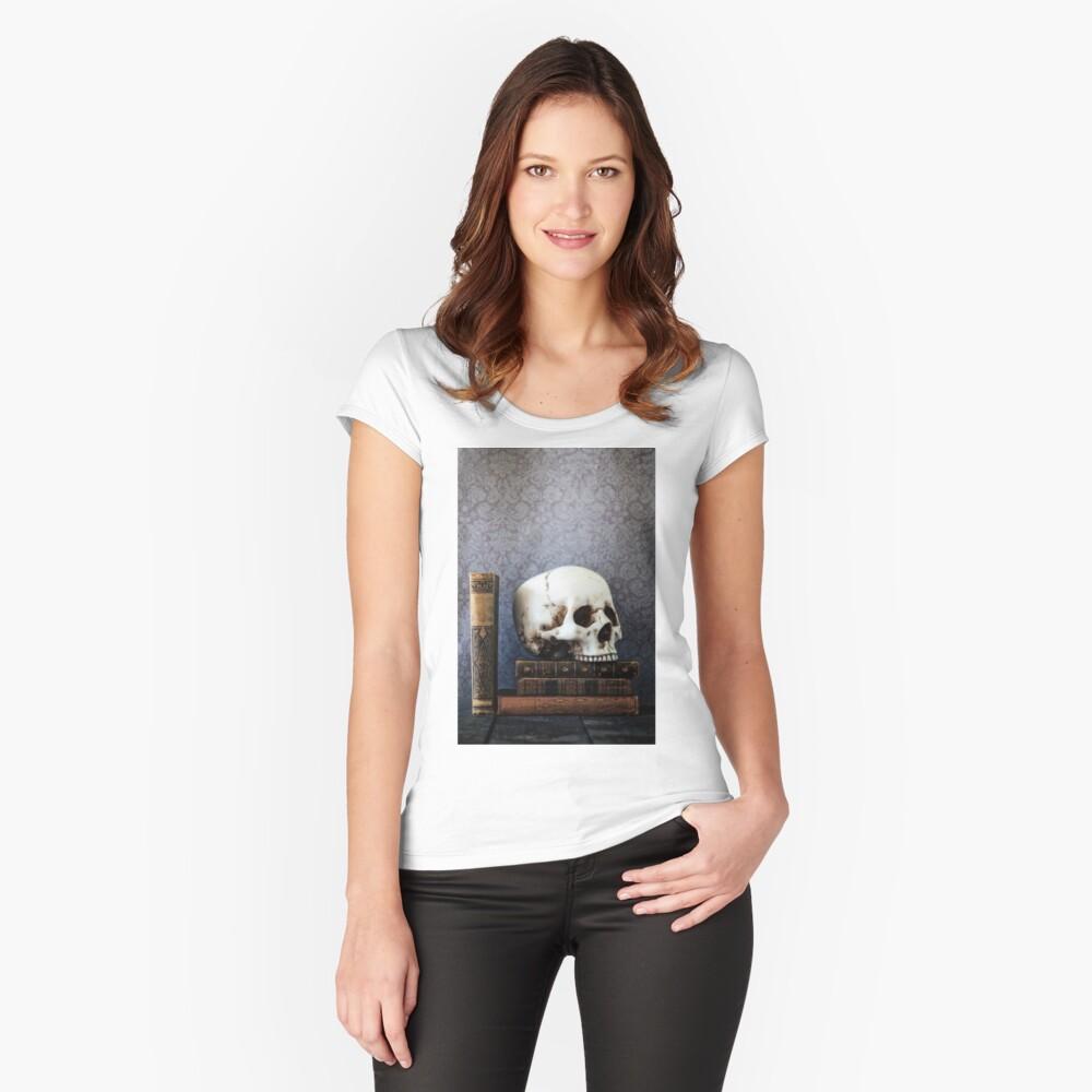 Bibliothek Tailliertes Rundhals-Shirt