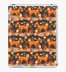 Red Fox Woodland Creature Pattern, Autumn Fall Animals  iPad Case/Skin