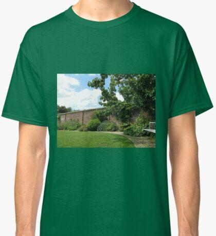 Der ummauerte Garten - Verlorene Gärten von Heligan Classic T-Shirt
