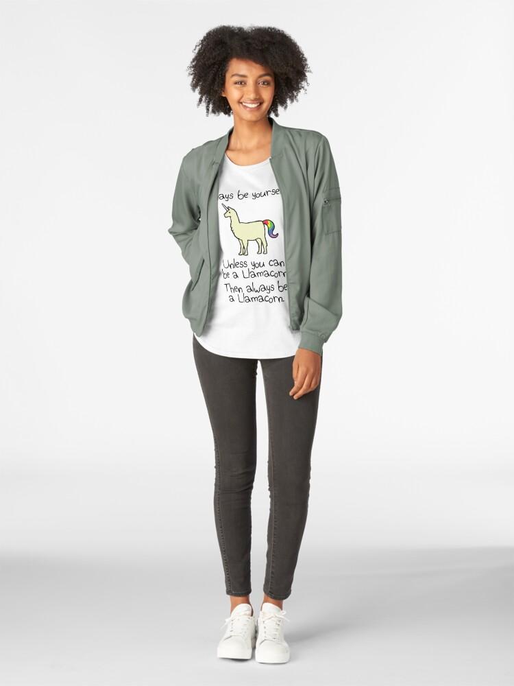 Alternative Ansicht von Sei immer du selbst, es sei denn du kannst ein Llamacorn sein Premium Rundhals-Shirt