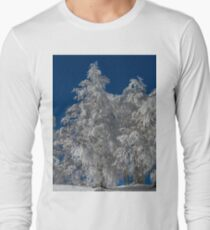 Snowy Tannenbäume Langarmshirt