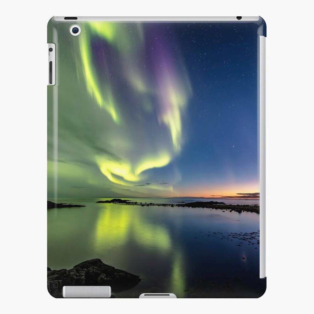 Luces del norte después del atardecer Funda y vinilo para iPad
