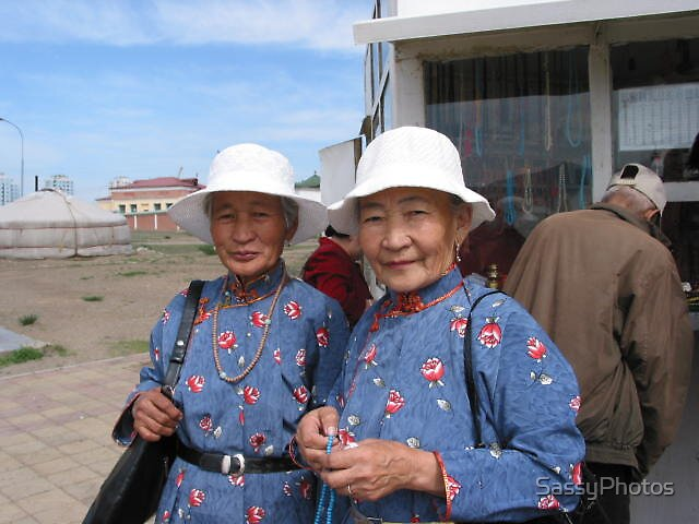 Mongolian Twins by SassyPhotos