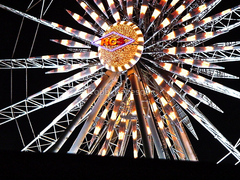 Center Of A Ferris Wheel by down23