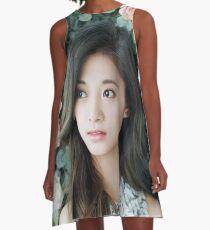 Zweimal Tzuyu A-Linien Kleid