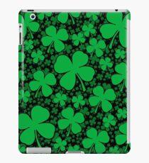 Ein Shamrock-Feld für St Patrick Tag iPad-Hülle & Klebefolie